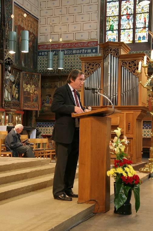 Lezing in de O.L.Vrouwebasiliek te Zwolle bij gelegenheid van de heringebruikneming van het Maarschalkerweerd-orgel. (op de achtergrond het koororgel) (foto: Philip van den Berg).